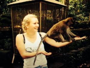 Tessa met aap - Bali